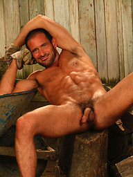 Muscled mature man Ty Hudson