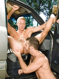 Muscle hunks Trent Locke and Christopher Daniels fucking outdoors