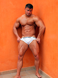 Big bodybuilding stud Rocky Remington has a thick ass and a stiff cock