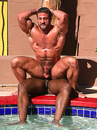 Bodybuilders Pierro Sias and Edu Boxer fuck