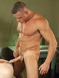Muscle soldiers James Aaron and Tyler Saint fuck
