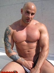 Bald muscle hunk Big Roger