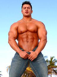 Raul Delaguardia posing naked