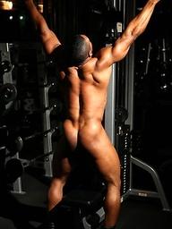 La Demond working out