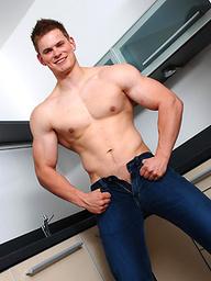 Big muscled sutud posing naked