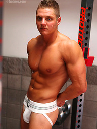 Young muscle stud jerking off his muscled cock
