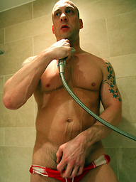 Hung Daddy - Hit the showers with Duke Michaels