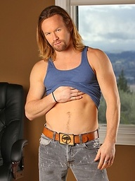 Hot blond hunk Garret Michaels