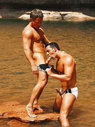 Horny muscle men Matt Cole and Brian Hansen having sex outdoors