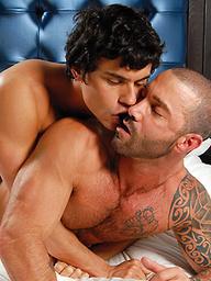 Muscled hunk Rafael Carrerasfucked by Junior Stellano