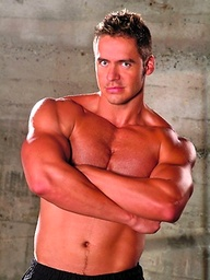 Muscled Jason Kingsley workout