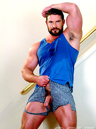 Hot hairy muscle guy Bo Dixon