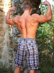 Muscl stud Jozo jerking off outdoors