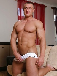 Bodybuilder Lukas Havel strips down and gets hard